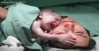(2) Yeni Doğmuş Bebeğin Annesinden Ayrılmak İstememesi