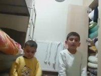 Kardeşini Döverek Namaz Öğreten Çocuk