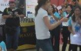 İçine Böcek Kaçmış Gibi Dans Eden Kız