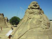 Arakan'daki Zulme İsyan Edip Buda Heykeline Saldırmak
