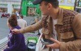 Sokakta Turistleri Taciz Eden Almancı