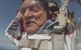 80'lik Dedenin 3 Bin Metreden Paraşütle Aşağı Atlaması