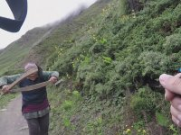 Çılgın Kadının Hesaba İtiraz Eden Kadını Dağ Yolunda Kovalaması
