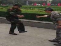 Beceriksiz Askerin Komutanını Çıldırtması