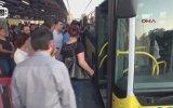 Metrobüste Yer Kapma Savaşları