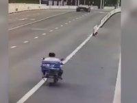 Motosiklet Sürücüsünün Yaptığı Anlamsız Kaza