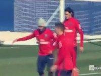Neymar'la Cavani'nin Antremanda Düşman Gibi Takılması