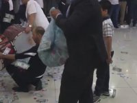 Düğünde Çöp Torbasıyla Dolar Saçmak
