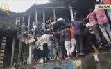 Hindistan Mumbai'deki Tren İzdihamı