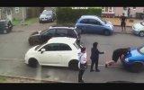 Park Edilen Arabayı Tek Başına Kaldıran Çılgın Türk