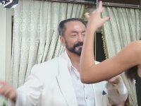Rus Kediciğe Dayanamayıp Dansa Kalkan Adnan Oktar