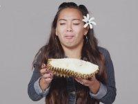 Durian Meyvesini Yiyen 100 Farklı İnsan ve Tepkileri