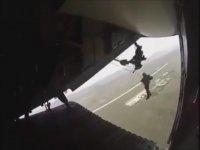 Paraşüt İpi Uçağa Takılan Asker