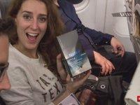 İspanya'da 200 Şanslı Yolcuya Samsung Note 8'in Hediye Edilmesi