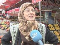 Pazarcı Kadınların Meyveli Sebzeli Kavgası