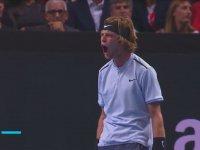 Sayı Alan Tenisçinin Hulk Gibi Sevinmesi