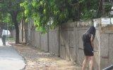 Çişini Ayakta Yapan Kadın  Hindistan