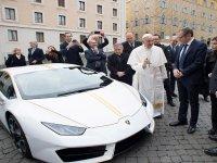 Papa Francesco'ya Lamborghini Hediye Edilmesi