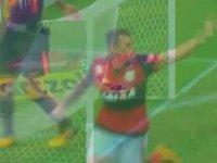 Gol Atıp Takım Arkadaşına Hareket Çeken Futbolcu - Brezilya