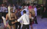 Düğünde Damadı Coşturan Dansçı Hatunlar