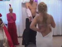 Rus Düğününde Striptiz