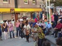 Kızılderili Dansçılar vs Ankaragücü'lü Amigo