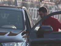 Arda Turan Ve Barcelonalı Futbolcuların Yeni Arabalarına Kavuşması