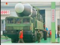 Kuzey Kore Televizyonu Gururla Mars-15 Füzesini Sunar