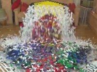 18 Bin Dominoyla Yapılan Dev Küp