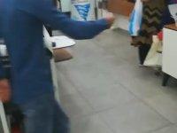 Telefon Mağazasına Sıçan Kadın
