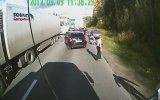 Rus Tır Şoförünün Arkadaşlarını Çağırması