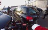 Yayaya Çarpıp Kaçan Şoförü Polise Yakalatan Motorcu