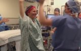 Ameliyat Öncesi Dans Etmek İsteyen Kanser Hastası Kadın