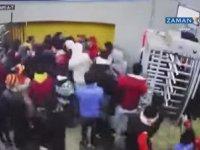 Göztepe Taraftarının Koç Başı Taktiğiyle Stad Kapısı Kırması