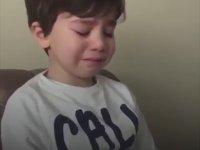 Cenk Tosun'un Gideceğini Öğrenince Ağlayan Çocuk