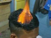 Ateşle Saç Tıraşı Yapan Kuaför