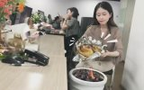 Ofiste Tavuk Pişiren Asyalı Youtuber