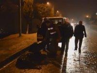 Yaralı Eşek Islanmasın Diye Şemsiye Tutan Jandarma