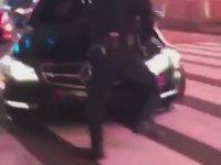 Times Meydanı'ında Polise Vuran Mercedes AMG Sürücüsü