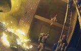 Yangın Merdiveninden Atılan Çocuğu Havada Yakalayan İtfaiyeci  ABD