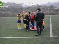 Sakatlanan Futbolcuyu Hakem ve Rakip Oyuncular Taşıması