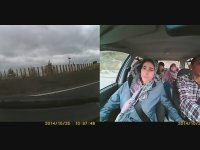 Savrulan Arabada İstifini Bozmayan Aile