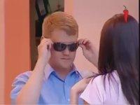 Çıplak Gösteren Gözlük Şakası (+18)