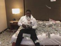 Otel Odasında 2 Milyon Dolar ile Oynayan Rapçi - Blac Youngsta