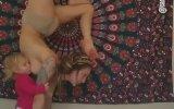 Yoga Yaparken Emziren Kadınlar
