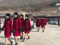 Kuzey Koreli Ponpon Kızların Kış Olimpiyatları İçin  Güney Kore'ye Gitmesi