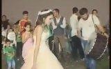 Düğünde Coşan Gelinin Davul Üstüne Çıkması