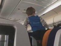 Uçak Yolculuğunu Zehreden Şeytanın Çocuğu