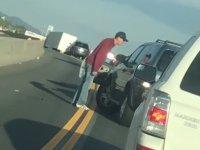 Kavgada Sinirlenip Arabasını Deviren Sürücü - ABD