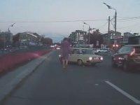 Yol Kesip Sonrasında Kaza Yapan Maganda - Rusya